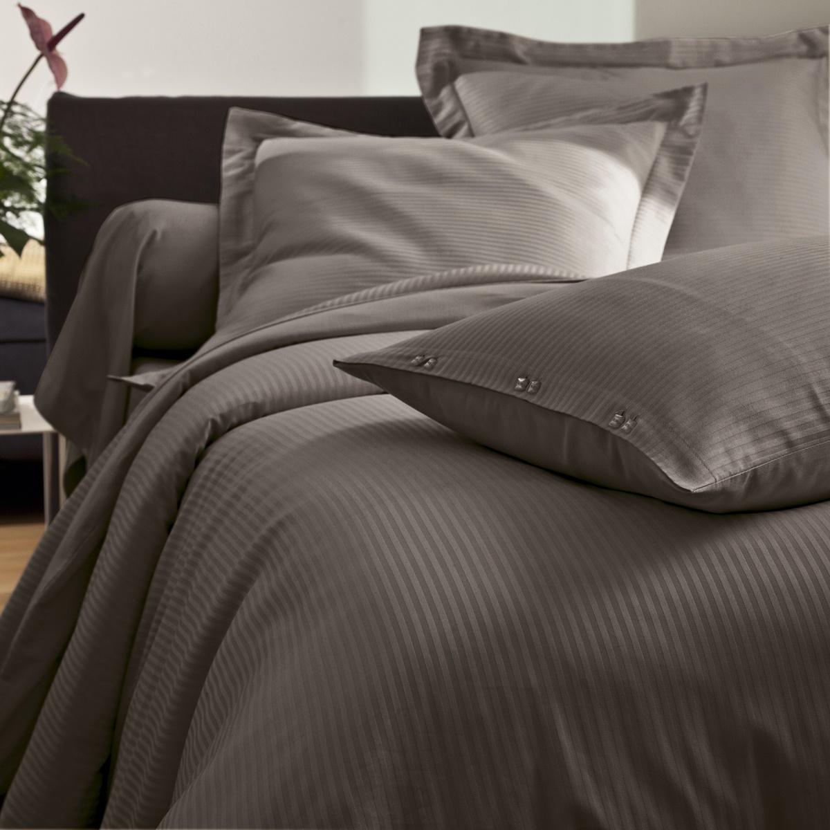 parure satin jacquard parure de lit en satin tradition des vosges. Black Bedroom Furniture Sets. Home Design Ideas