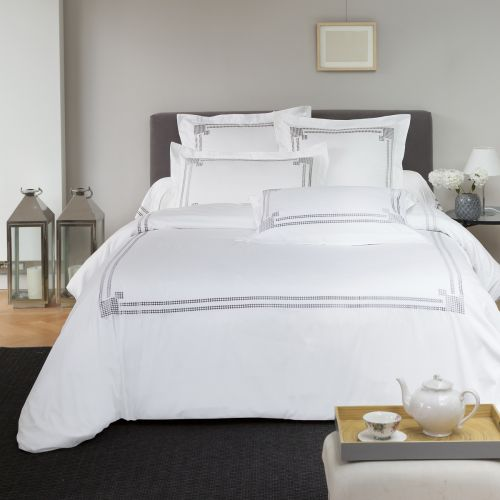 Linge de lit brodé en satin de coton Venise Blanche | Linge de lit | Tradition des Vosges