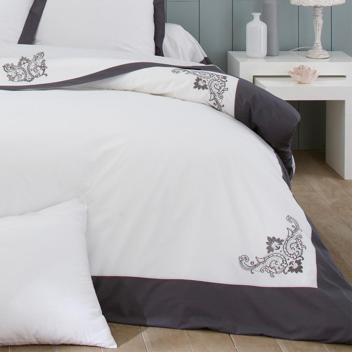 Parure de lit en percale de coton bijoux tradition des for Housse couette om